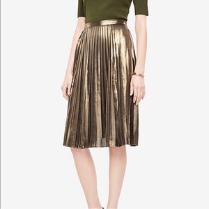 Ann Taylor Metallica Gold Pleated Skirt
